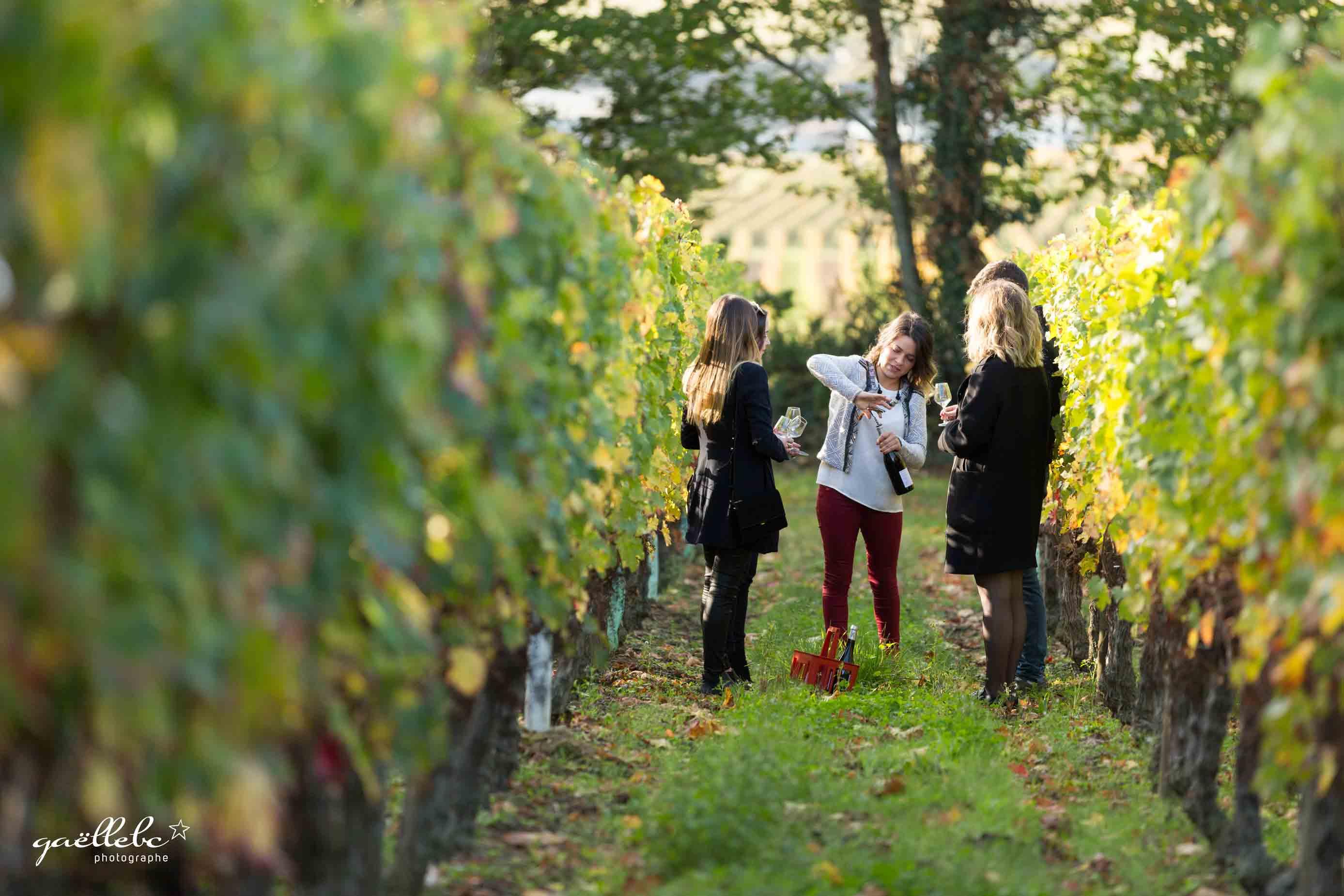 Seance-Photos-Azelie-entre-vignes-et-marche-©gaellebc-JPGweb-034